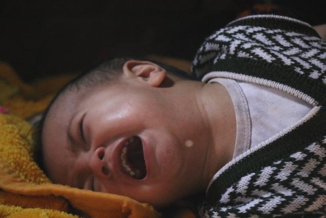 Bà đứt ruột cho cháu trai uống thuốc ngủ mỗi đêm để thoát cảnh trời đày - 3