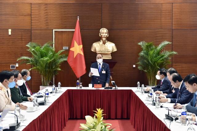 Thủ tướng họp khẩn về Covid-19 ngay tại Đại hội Đảng