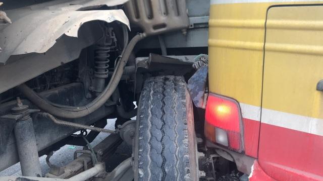 Xe buýt nát bét sau va chạm, nhiều người bị thương - 4