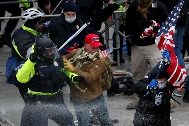 Sĩ quan cảnh sát thứ 2 tự tử sau vụ bạo loạn tại quốc hội Mỹ - 1