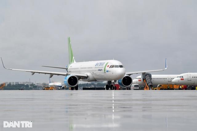 Máy bay xin hạ cánh khẩn xuống Nội Bài vì nghi chim va lõm vỏ động cơ - 1