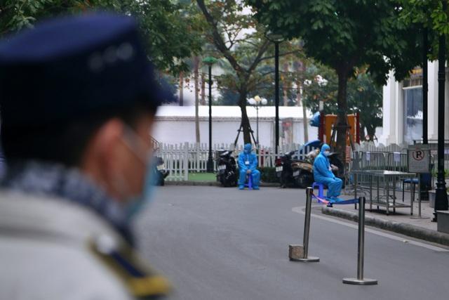 Hà Nội: Cận cảnh phong tỏa tòa nhà ở Times City - 1