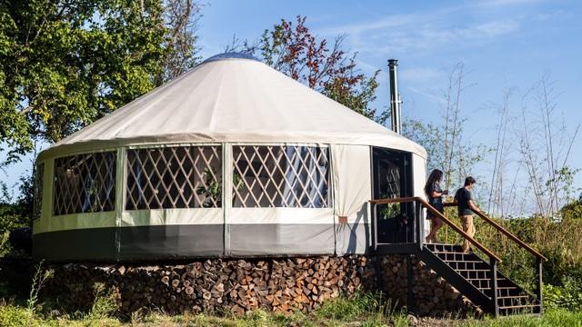 Cặp đôi dựng lều sống giữa hòn đảo vắng người - 3
