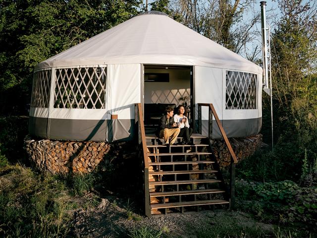 Cặp đôi dựng lều sống giữa hòn đảo vắng người - 13