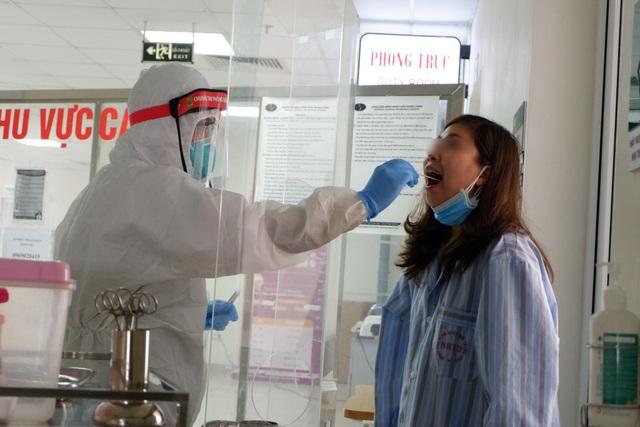 Bệnh nhân Covid-19 ở Quảng Ninh suy hô hấp, tổn thương phổi nặng - 2