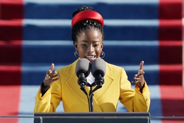 Gây sốt tại lễ nhậm chức của tân Tổng thống Mỹ, nữ nhà thơ có bước ngoặt - 1