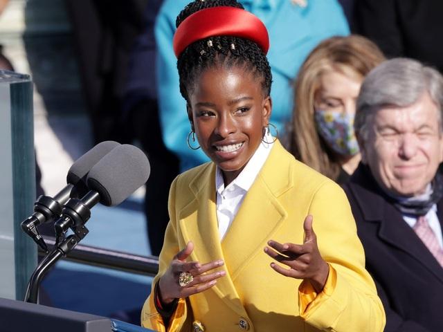 Gây sốt tại lễ nhậm chức của tân Tổng thống Mỹ, nữ nhà thơ có bước ngoặt - 2