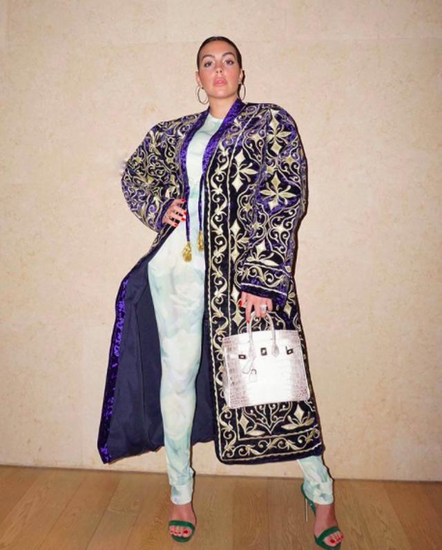 Bạn gái C.Ronaldo chính thức ra mắt thương hiệu thời trang riêng - 3