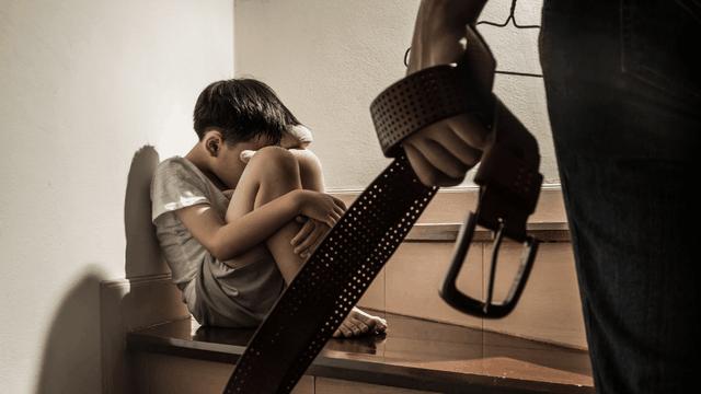 Cha mẹ tranh cãi nhau xung quanh chuyện thương con cho roi cho vọt - 1