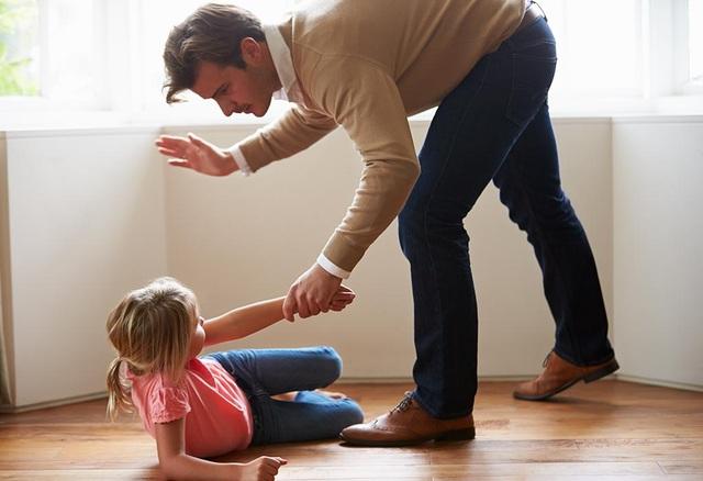 Cha mẹ tranh cãi nhau xung quanh chuyện thương con cho roi cho vọt - 3