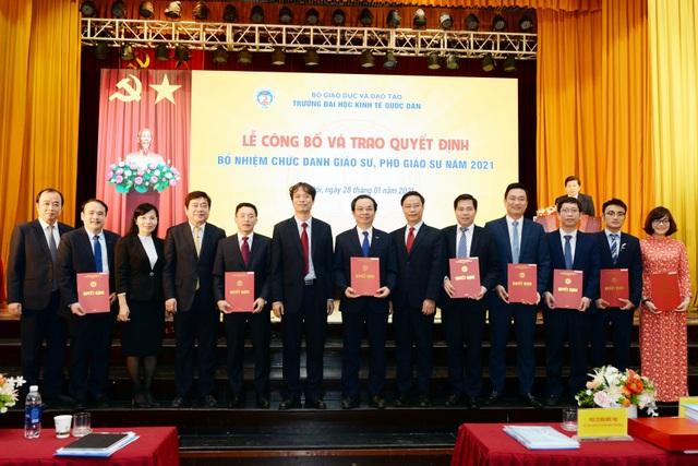Trường ĐH Kinh tế quốc dân bổ nhiệm 8 giáo sư, phó giáo sư - 1
