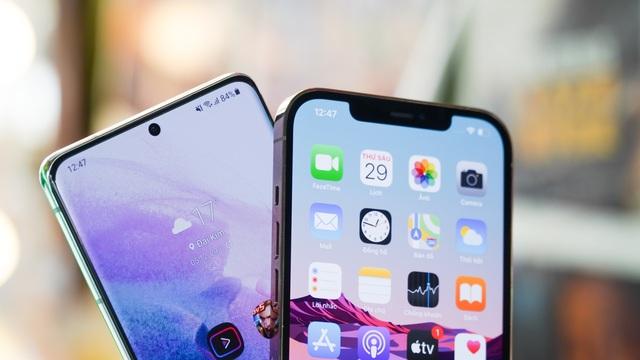 Galaxy S21 Ultra đọ dáng iPhone 12 Pro Max - 4