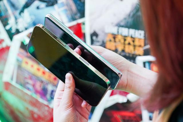 Galaxy S21 Ultra đọ dáng iPhone 12 Pro Max - 3