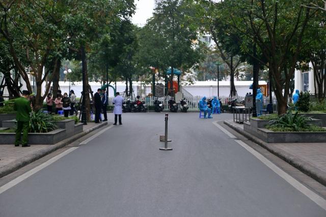 Hà Nội: Cận cảnh phong tỏa tòa nhà ở Times City - 8