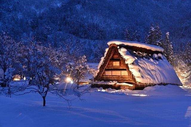 Những ngôi nhà cổ 250 tuổi lung linh trong tuyết trắng - 3