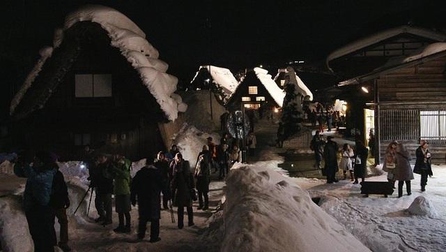 Những ngôi nhà cổ 250 tuổi lung linh trong tuyết trắng - 4