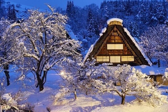 Những ngôi nhà cổ 250 tuổi lung linh trong tuyết trắng - 6