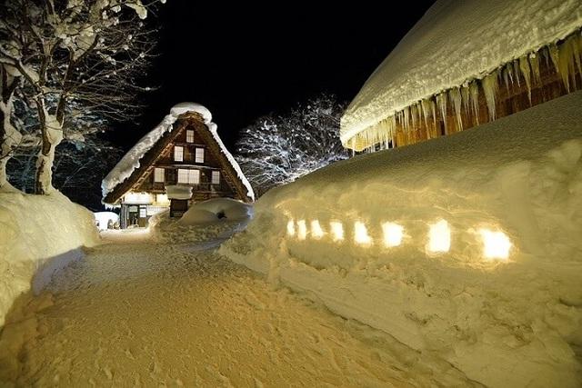 Những ngôi nhà cổ 250 tuổi lung linh trong tuyết trắng - 8