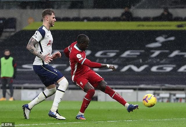 HLV Mourinho: Hàng công ghi 4 bàn thì chúng tôi mới thắng Liverpool - 3