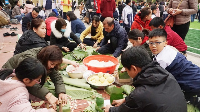 """Trường THCS Văn Khê tổ chức hoạt động """"Vui xuân gói bánh trao tặng yêu thương"""""""