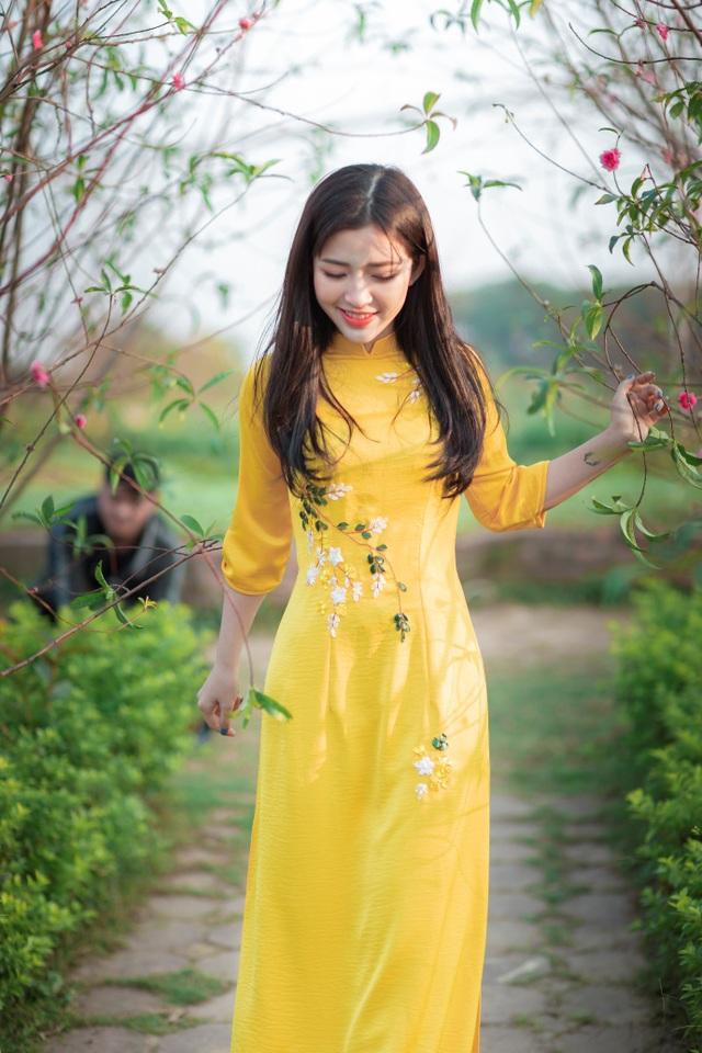 Thiếu nữ xứ Thanh đẹp tựa nàng thơ, dạo bước đón Xuân sớm - 1