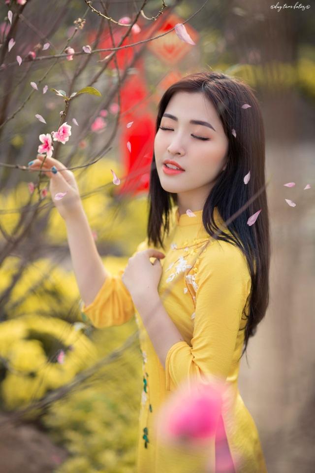Thiếu nữ xứ Thanh đẹp tựa nàng thơ, dạo bước đón Xuân sớm - 2