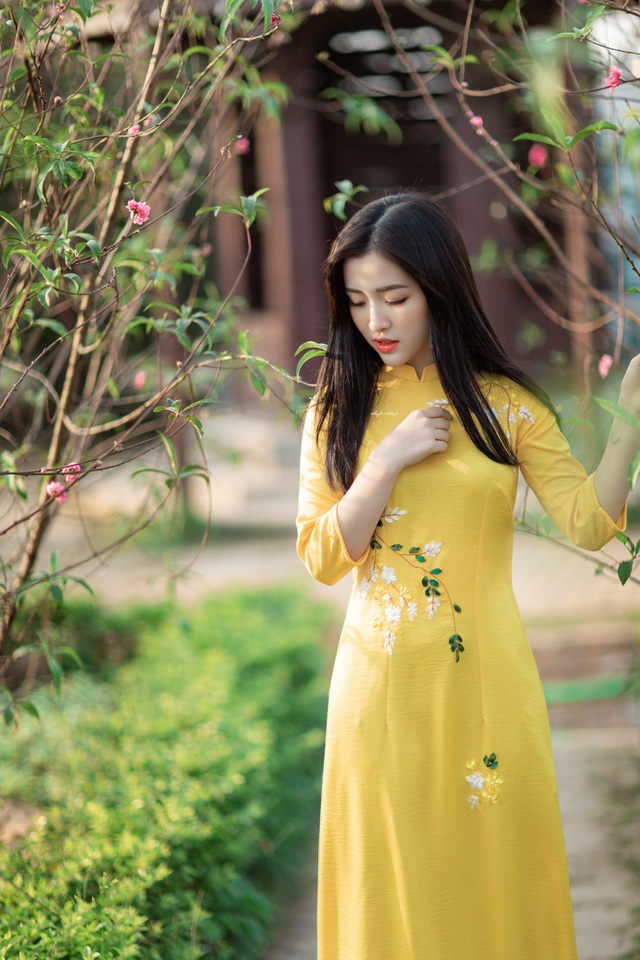 Thiếu nữ xứ Thanh đẹp tựa nàng thơ, dạo bước đón Xuân sớm - 3