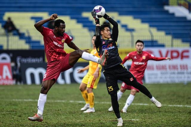 CLB Thanh Hóa thắng đậm CLB Nam Định trong trận cầu không khán giả - 8