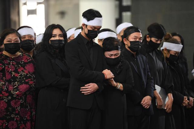 Xúc động tang lễ cố NSND Trung Kiên giữa diễn biến phức tạp của Covid- 19 - 2