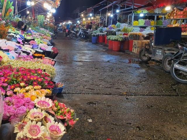 Hà Nội: Hoa đào bung nụ, tiểu thương bán hoa muốn đánh nhanh rút gọn  - 1