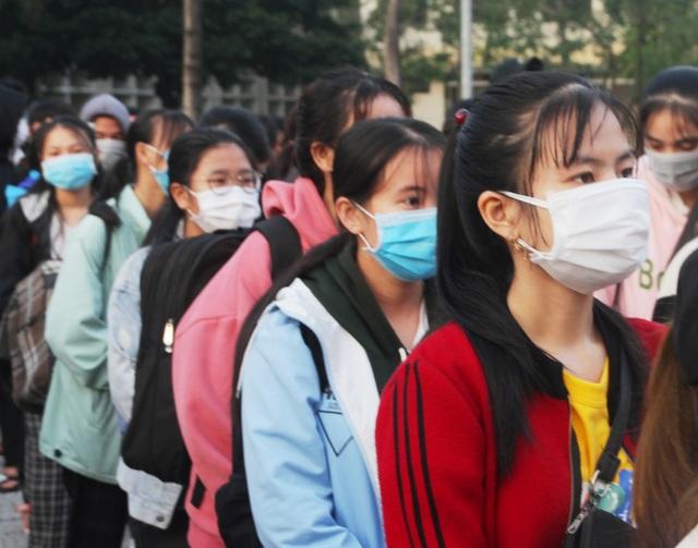 Ấm áp những chuyến xe miễn phí về Tết cho sinh viên vùng bão lũ - 4