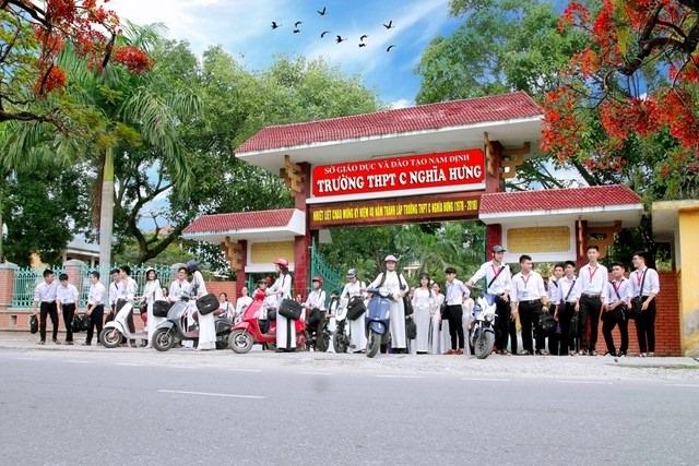 Nam Định: Hơn 1.600 học sinh vừa mới đi thực tế ở Hải Dương nghỉ học - 1
