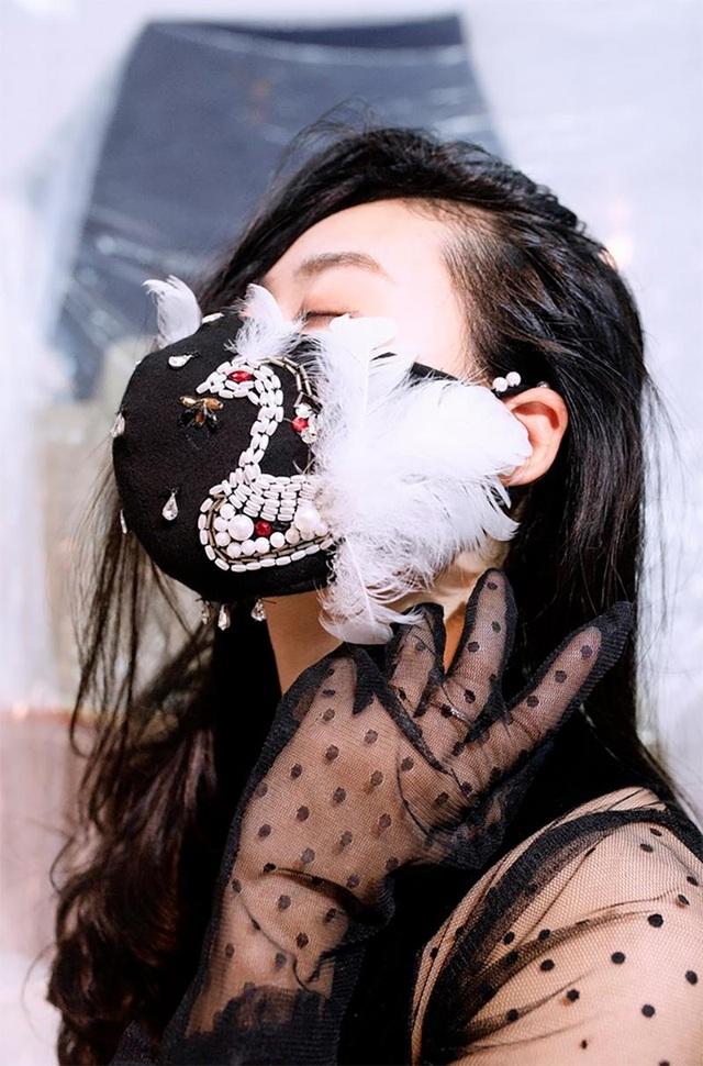 Sinh viên kiến trúc sáng tạo thời trang độc lạ chống dịch Covid-19  - 14