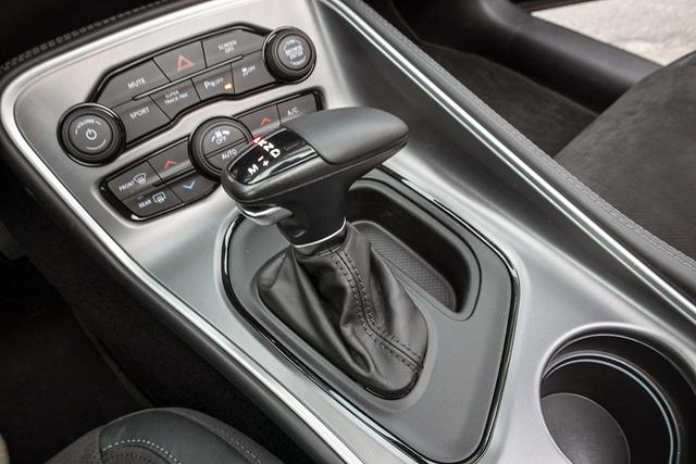 Khám phá xe cơ bắp Dodge Challenger GT bản 2021 đầu tiên về Việt Nam - 9