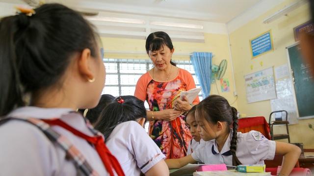 Cô giáo  trường làng nhận danh hiệu Nhà giáo Nhân dân - 2