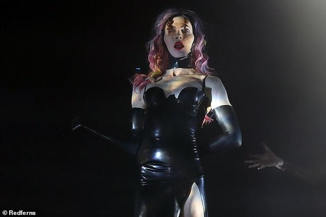Nghệ sĩ chuyển giới Sophie Xeon chết sau khi ngã xuống từ mái nhà - 1