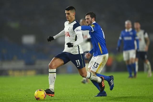 Liverpool áp sát Man Utd, Tottenham tiếp tục thất bại - 2