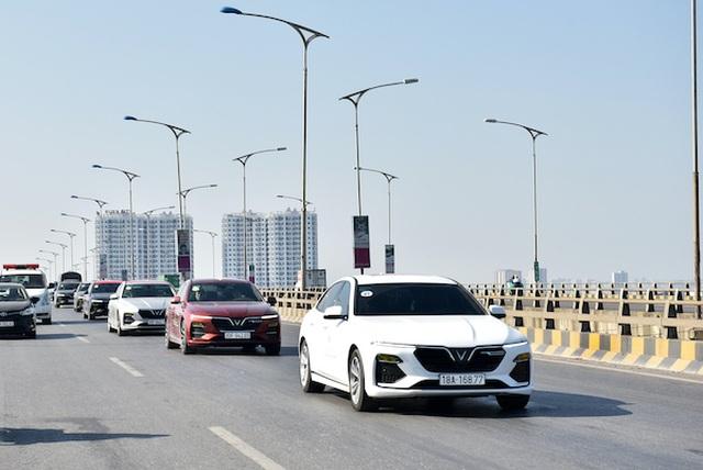 Vì sao các mẫu xe điện tự hành của VinFast trở thành tâm điểm của giới bình xe quốc tế? - 4