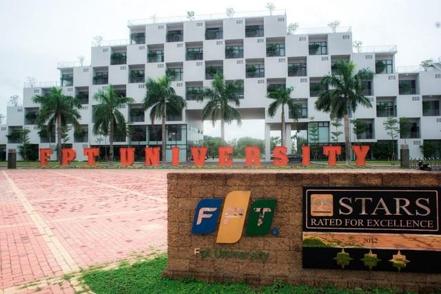 Hà Nội: Gỡ phong tỏa Đại học FPT - 1