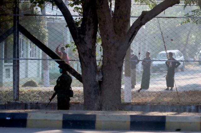 Lực lượng an ninh Myanmar phong tỏa nhà khách quốc hội - 1
