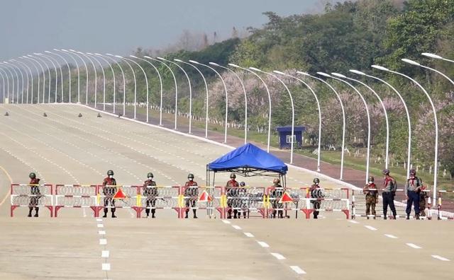 Lực lượng an ninh Myanmar phong tỏa nhà khách quốc hội - 2