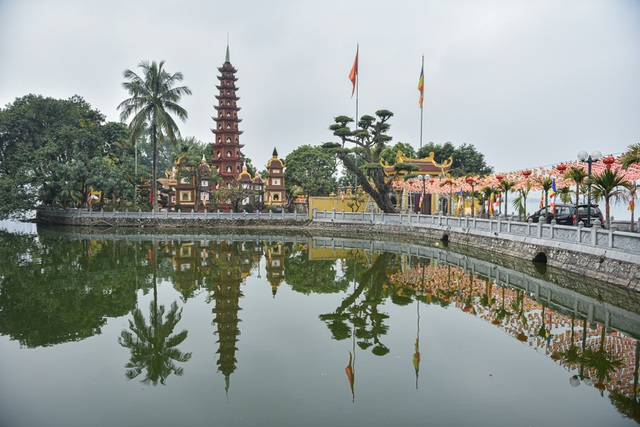 Visit 5 famous sacred temples, pray for good luck at the beginning of the year in Hanoi - 1