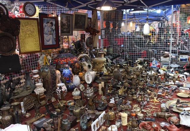 Phiên chợ Tết lạ lùng nhất Hà Nội: Mỗi năm mở 1 lần để bán dao cùn, bát cũ
