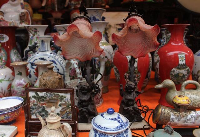 Phiên chợ Tết lạ lùng nhất Hà Nội: Mỗi năm mở 1 lần để bán dao cùn, bát cũ - 2