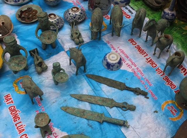 Phiên chợ Tết lạ lùng nhất Hà Nội: Mỗi năm mở 1 lần để bán dao cùn, bát cũ - 6
