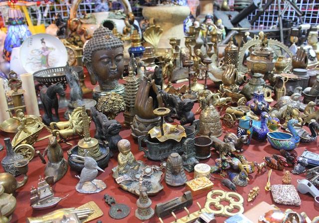 Phiên chợ Tết lạ lùng nhất Hà Nội: Mỗi năm mở 1 lần để bán dao cùn, bát cũ - 12