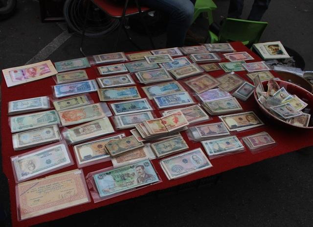 Phiên chợ Tết lạ lùng nhất Hà Nội: Mỗi năm mở 1 lần để bán dao cùn, bát cũ - 5