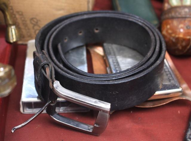 Phiên chợ Tết lạ lùng nhất Hà Nội: Mỗi năm mở 1 lần để bán dao cùn, bát cũ - 7
