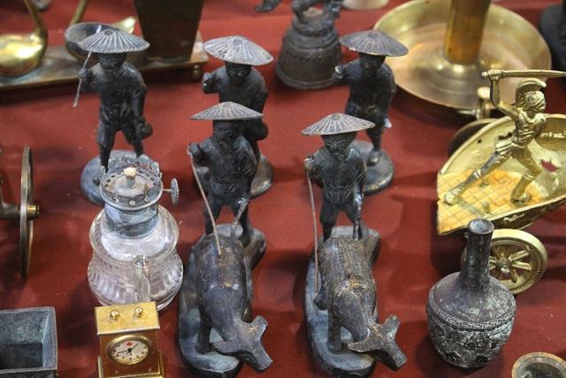 Phiên chợ Tết lạ lùng nhất Hà Nội: Mỗi năm mở 1 lần để bán dao cùn, bát cũ - 10