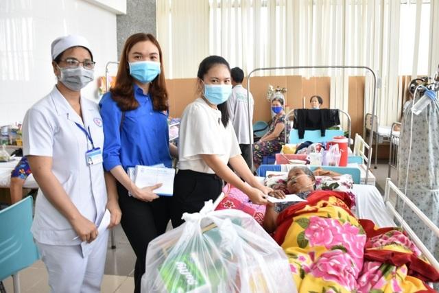 Mang xuân nồng ấm đến với bệnh nhân nghèo ở Sóc Trăng - 1